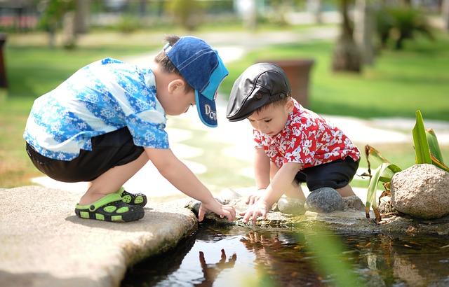 dzieci nad wodą