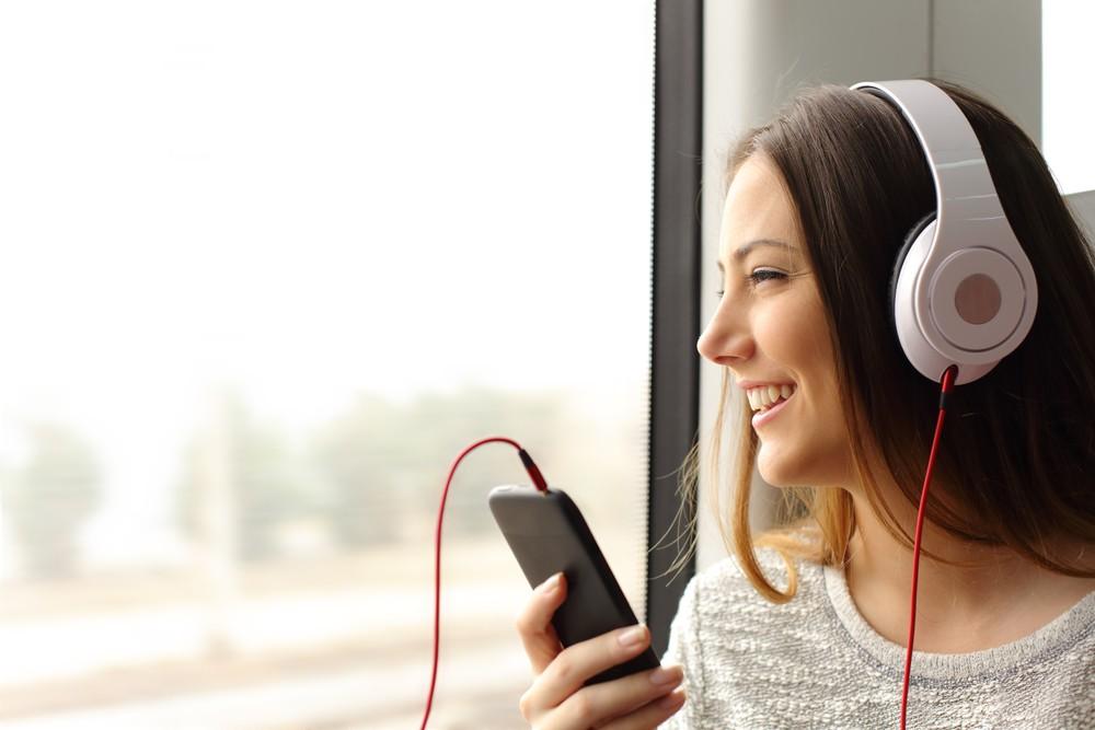 Słuchasz muzyki na mieście czy w domu? Znajdź słuchawki dla siebie!