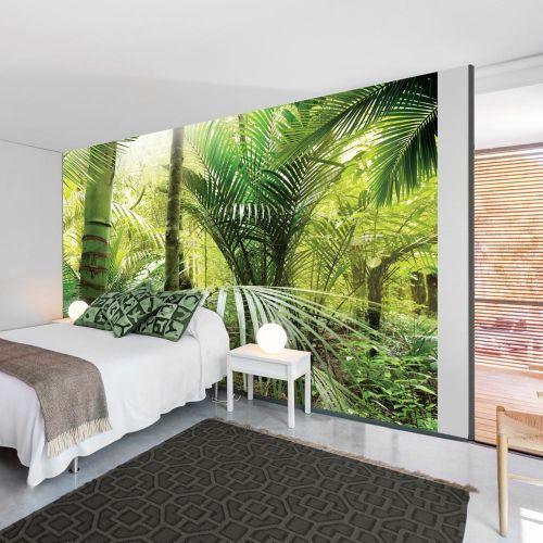 Fototapeta urban jungle z zielonymi palmami w jasnej sypialni