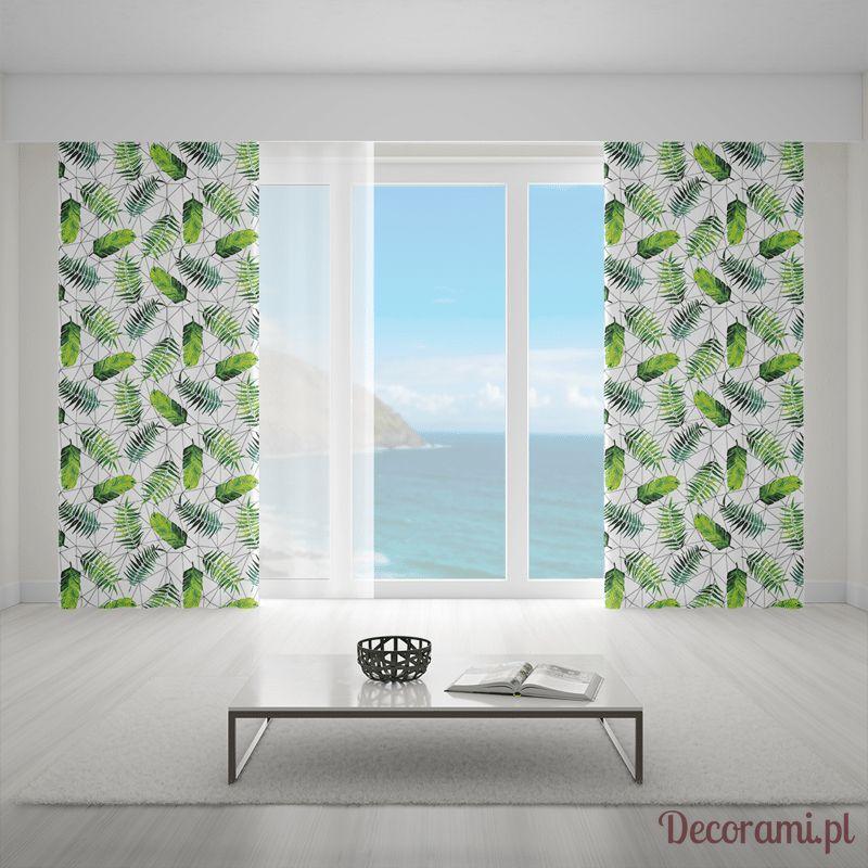 Zielone zasłony urban jungle w jasnym salonie