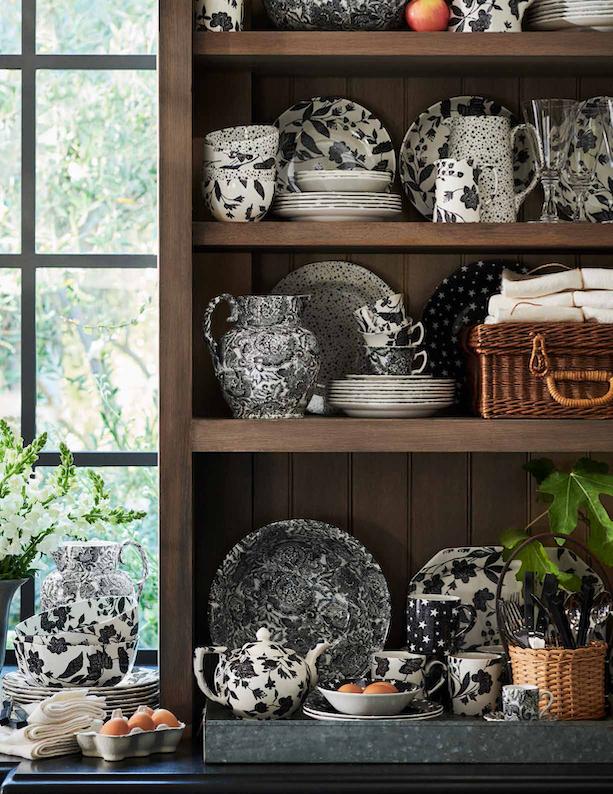 porcelana Ralph Lauren Home x Burleigh w kredensie