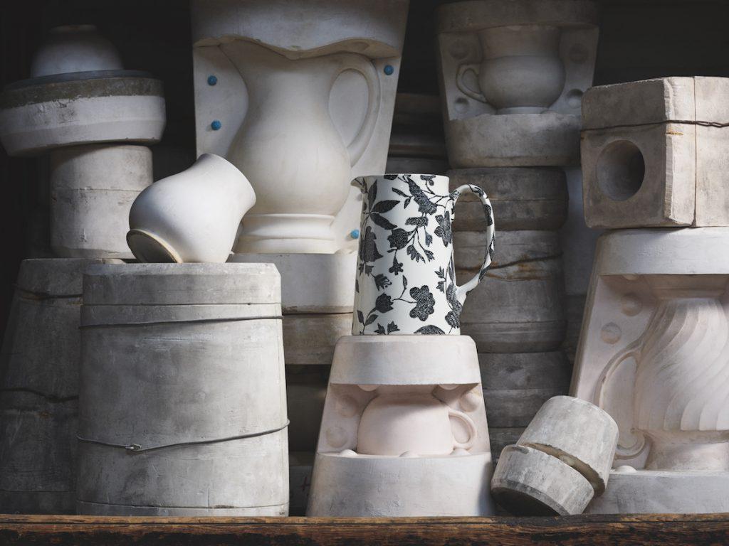 porcelana Ralph Lauren Home x Burleigh w procesie tworzenia