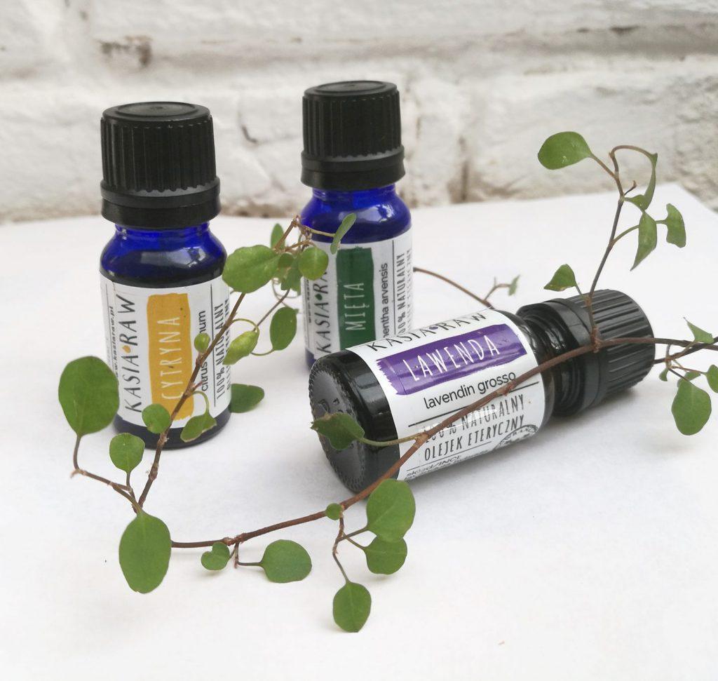 Olejki eteryczne cytryna, mięta i lawenda w małych buteleczkach