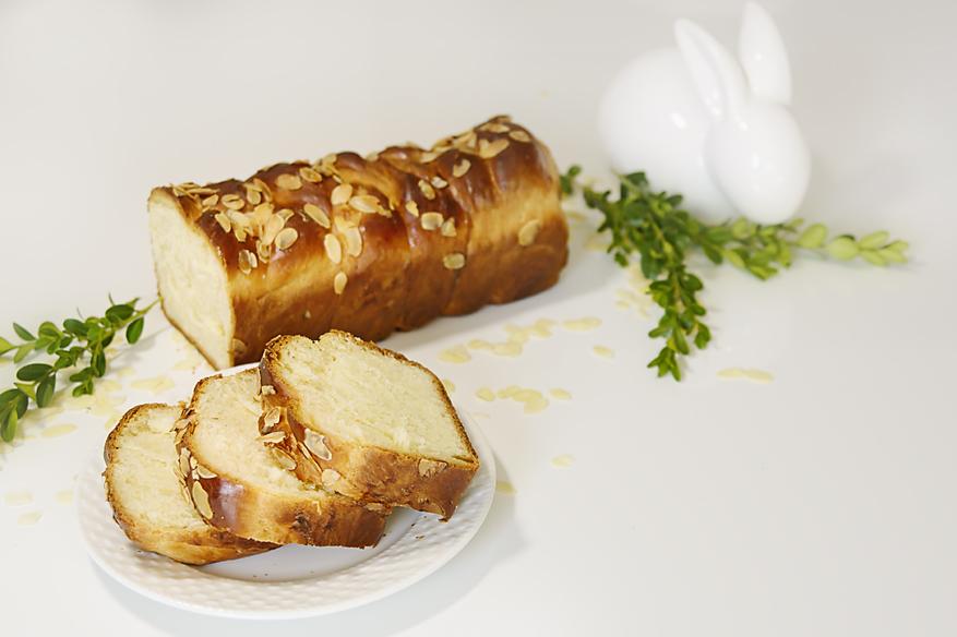 Chlebek wielkanocny (Tsoureki)