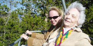 Opieka nad osobą starszą – co wybrać? Jaka jest odpowiednia pomoc dla seniora?